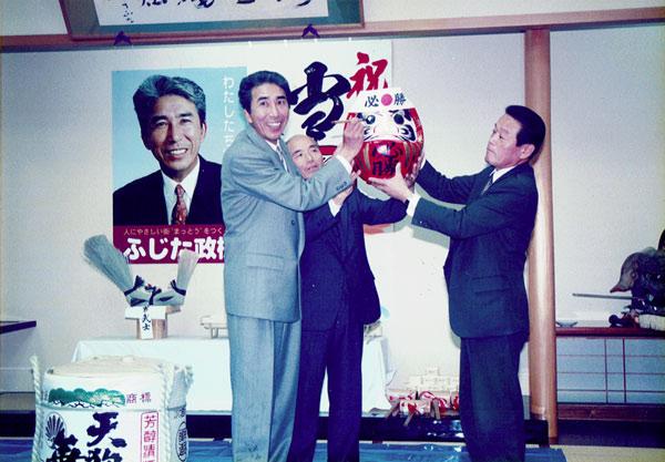 松任(現白山)市議会議員に初当選